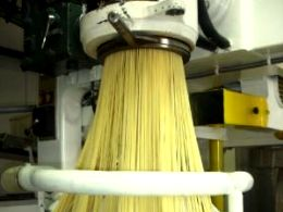 Guided visit to a small pasta factory in Italy