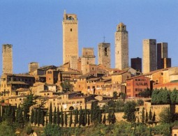 City sightseeing of Volterra and San Gimignano