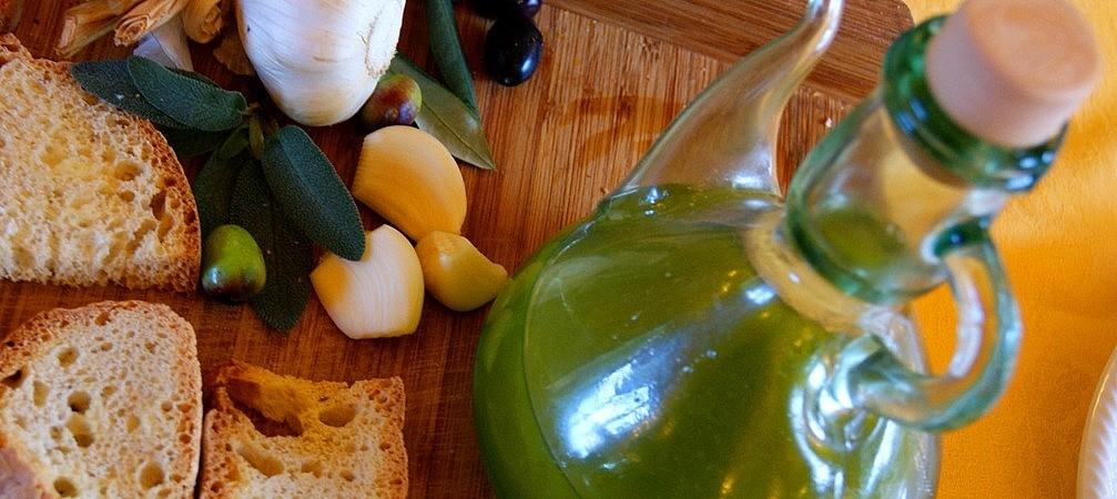 Olive oil and bruschetta