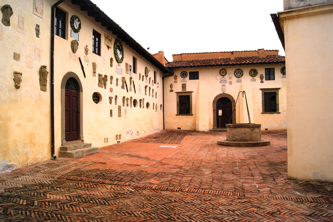 Courtyard of the castle of Lari