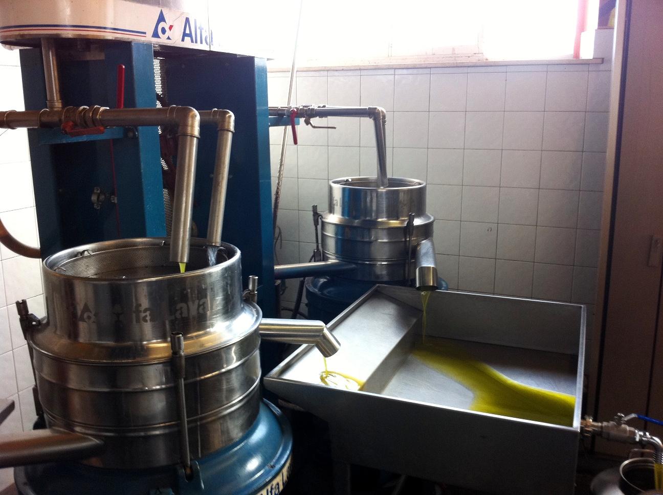 Oil mill separator