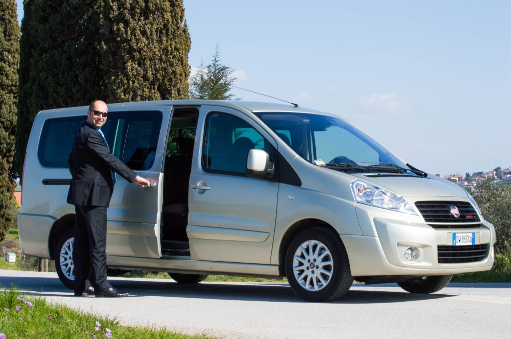 Andrea, your elegant driver in Tuscany