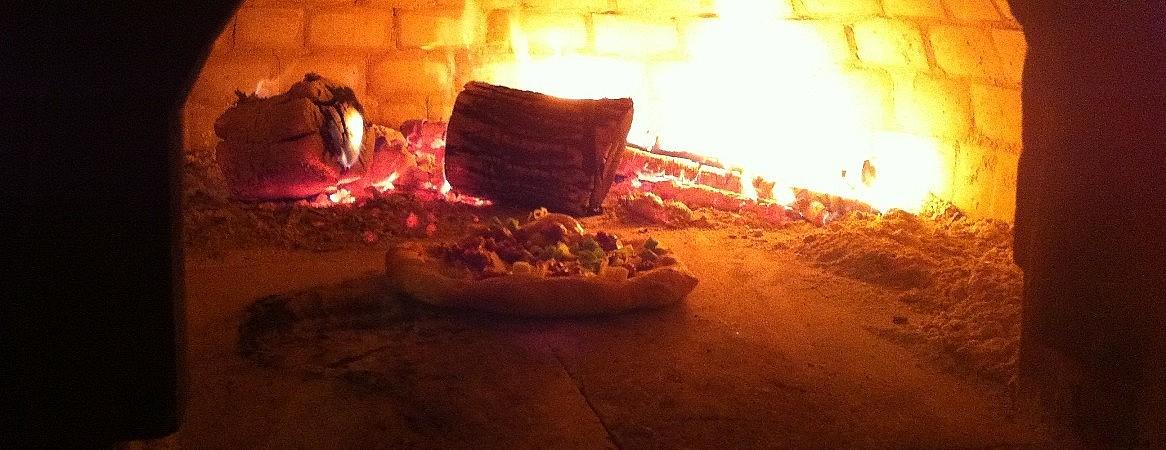Charcoal run oven