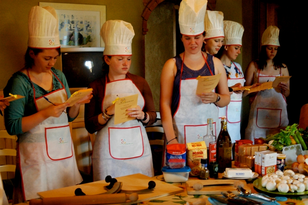 Teenager cooking class in Tuscany