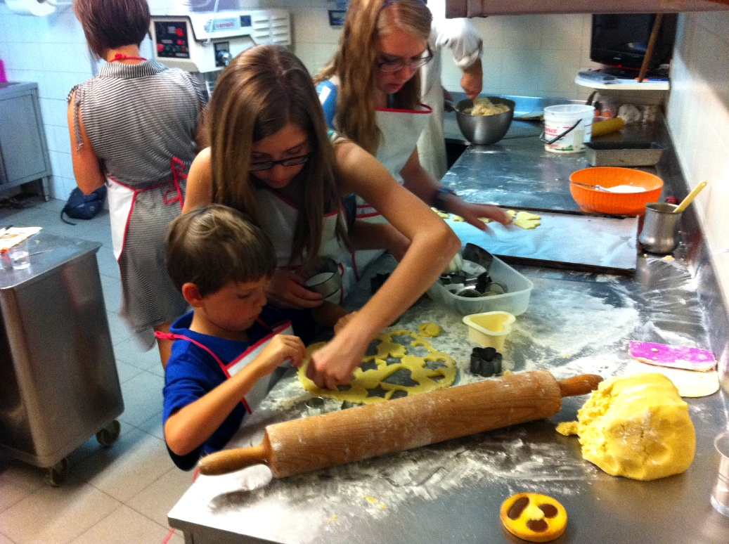 Children fun in the Tuscan pastry shop
