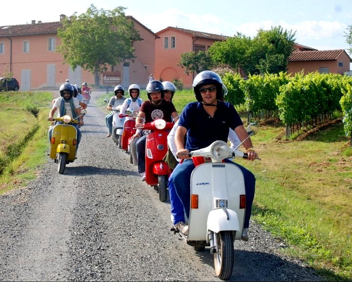 Vespa routes near beautiful agriturismos