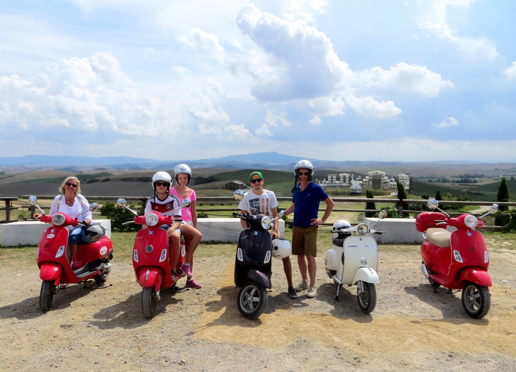 A family tour in Tuscany on vespa scooters
