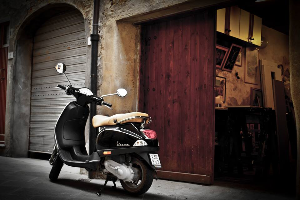 Very original Vespa tour with visit to hilltop villages of Tuscany & pick-nick