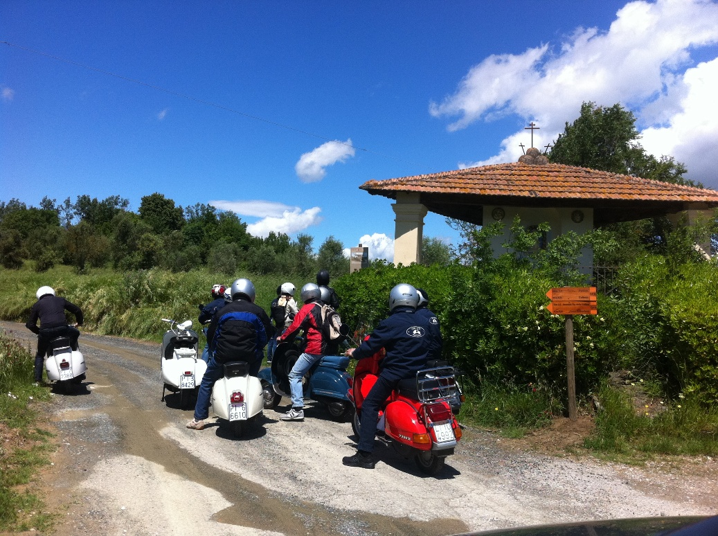 On Vespa to the Tuscan rural attractions