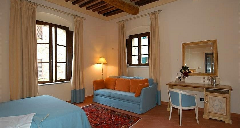 Large bedrooms for three people in Tuscan boutique hotel with spa
