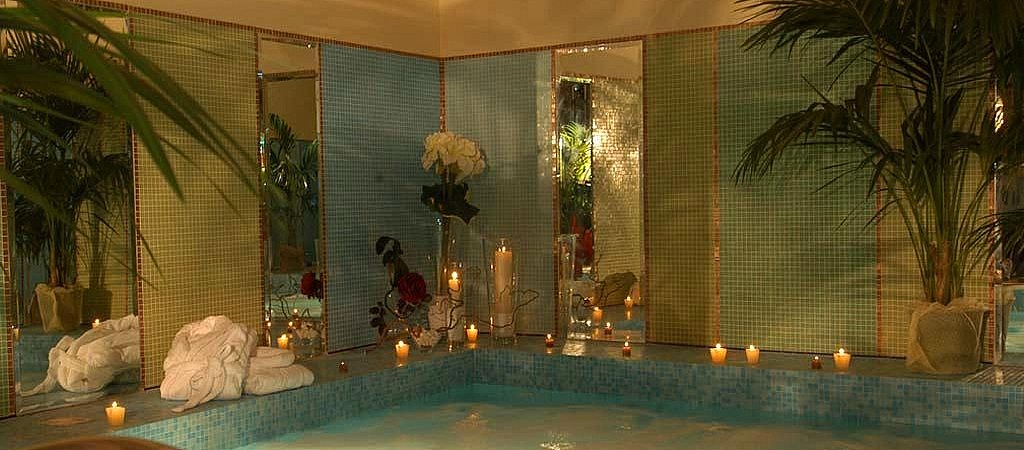 Jacuzzi in the spa of the boutique hotel in a Tuscan village
