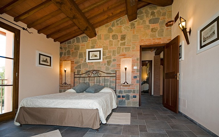 Large double bedroom with view over Tuscany hills