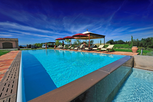 Refreshing pool for your holiday in Tuscan country villa