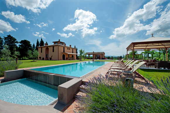 Luxury villa with veranda and pool in the Tuscan countryside