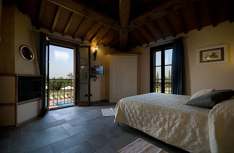 Bedroom with fireplace in a Tuscan country cottage