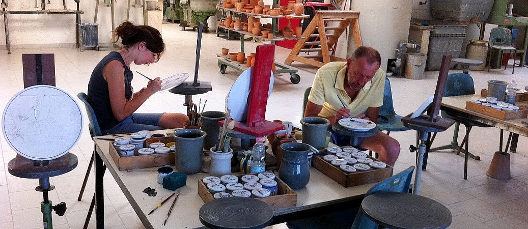 Ceramic painting school in Tuscany