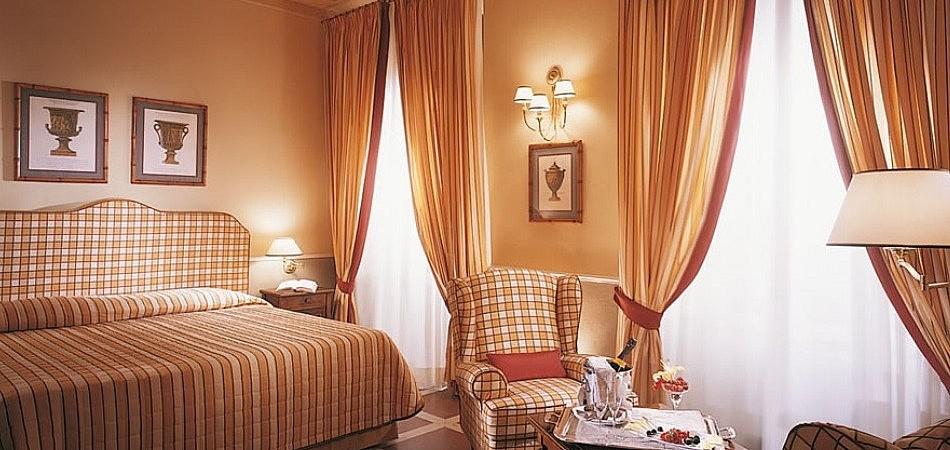 Standard bedroom in luxury hotel with park near Pisa