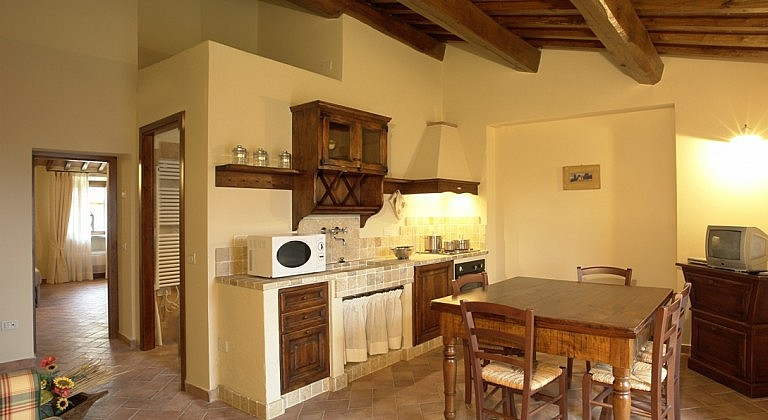 Roomy units with kitchen, bathroom and double bedroom in central Tuscany
