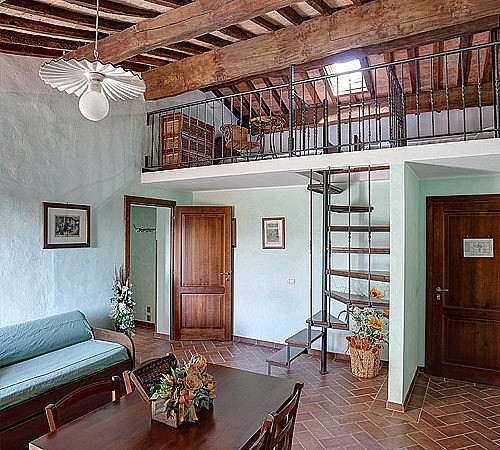 Apartment for families with loft in Tuscan style