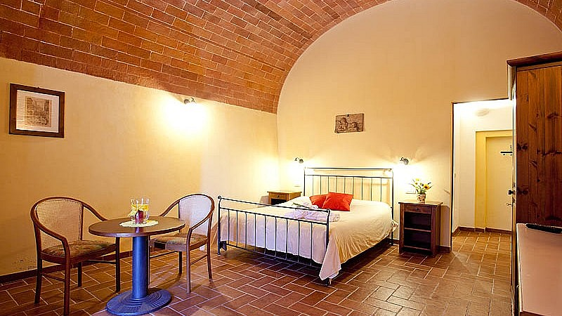 Large vaulted bedroom in Tuscany