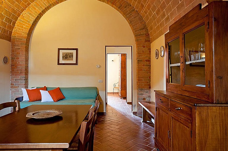 Unit in former stable in Tuscan agriturismo