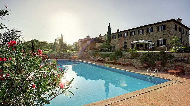 Spectacular wine estate with accommodation in Tuscany