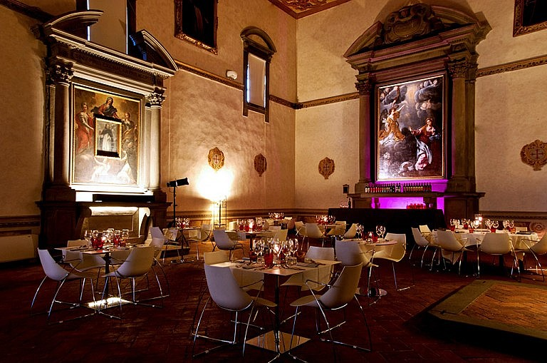 Restaurant in renaissance church in Tuscan hotel de charme
