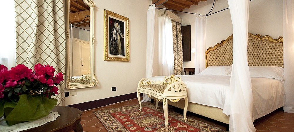 Light and roomy suite in Tuscany in a boutique hotel