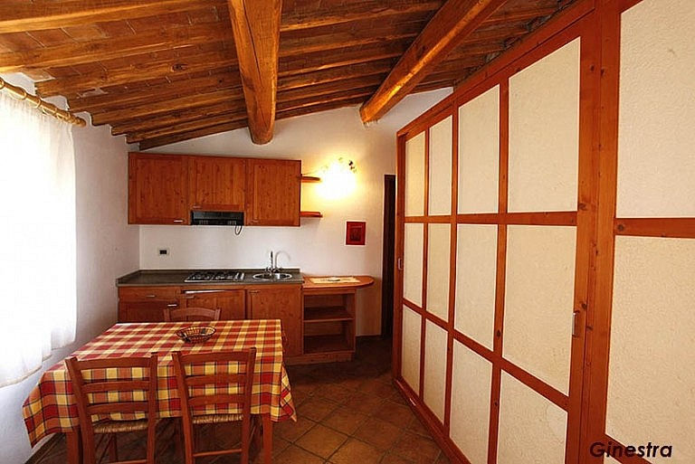 Apartment in agriturismo with pool and restaurant in central Tuscany
