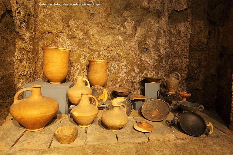 Vases and plates of the Etruscan times in Peccioli