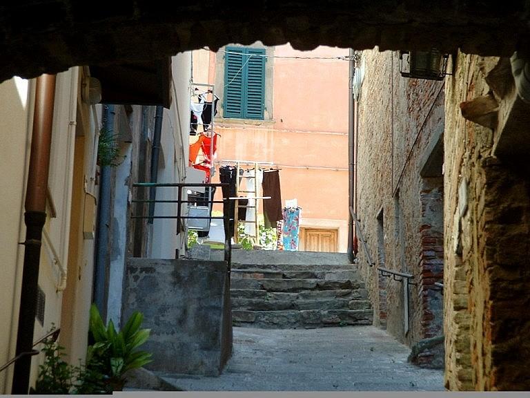 Little lane under a tunnel in Peccioli