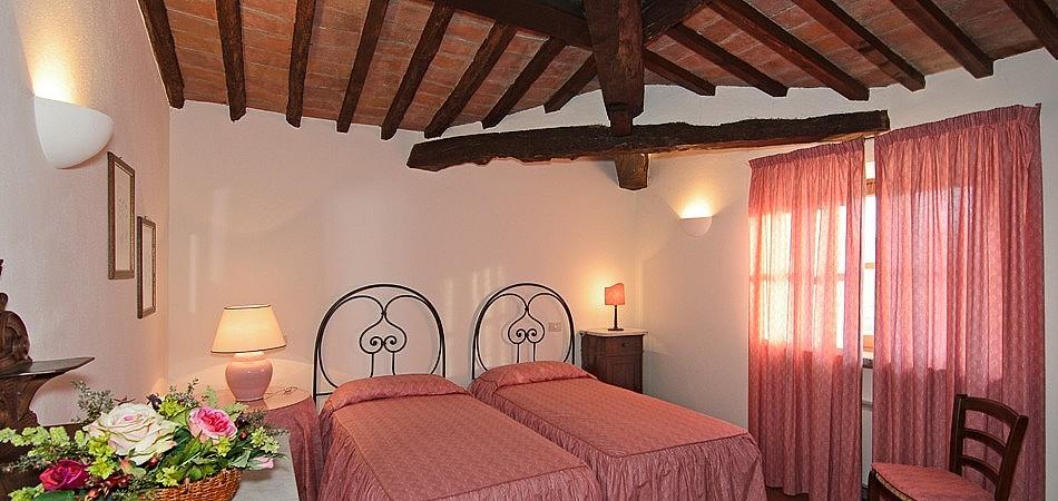 Cosy twin bedroom in wine estate