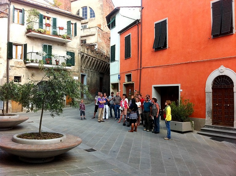 Small group free guided tour of Peccioli