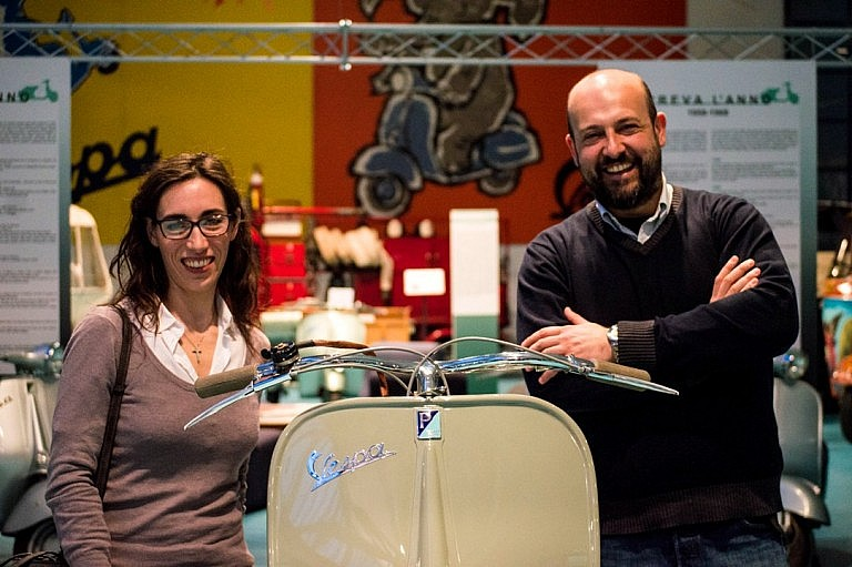 Massimo and Vanessa, expert vespa guides in Tuscany