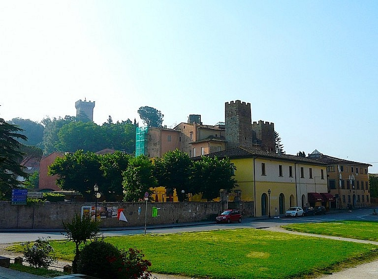 A view of the fortress of Vicopisano
