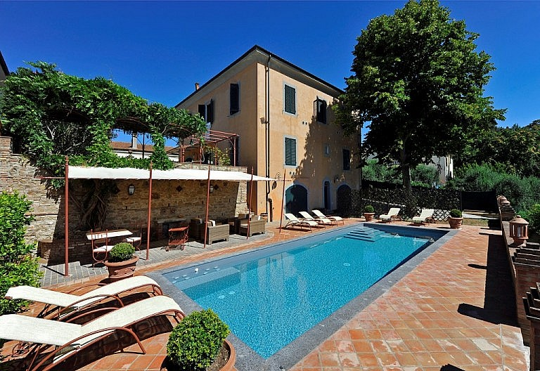 Villa with pool in Tuscan village
