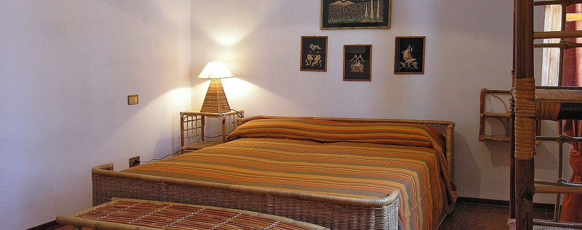Comfortable and affordable double room in minivilla with pool