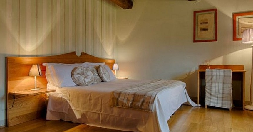 Light and welcoming bedroom near San Gimignano