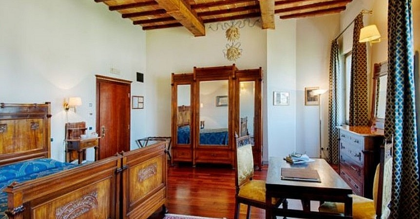 Antique style bedroom