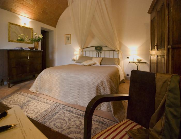 Vaulted ceiling in elegant bedroom near Siena