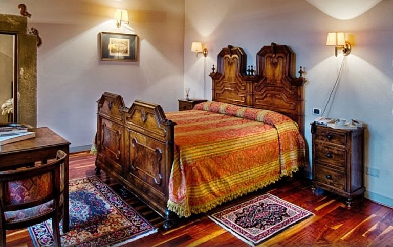 Bedroom in a former monastery in Tuscany