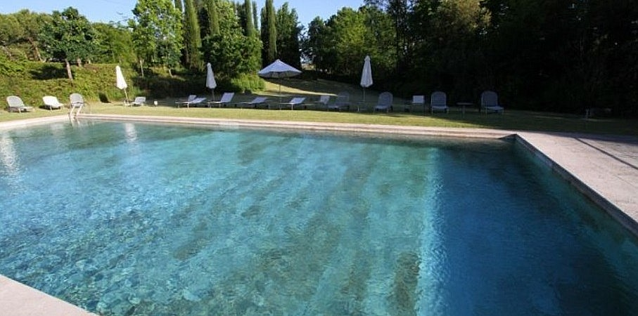 Swimming pool in a boutique hotel in Chianti