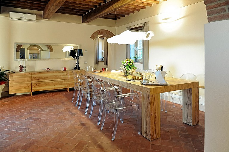 Elegance and Tuscan style in dining room
