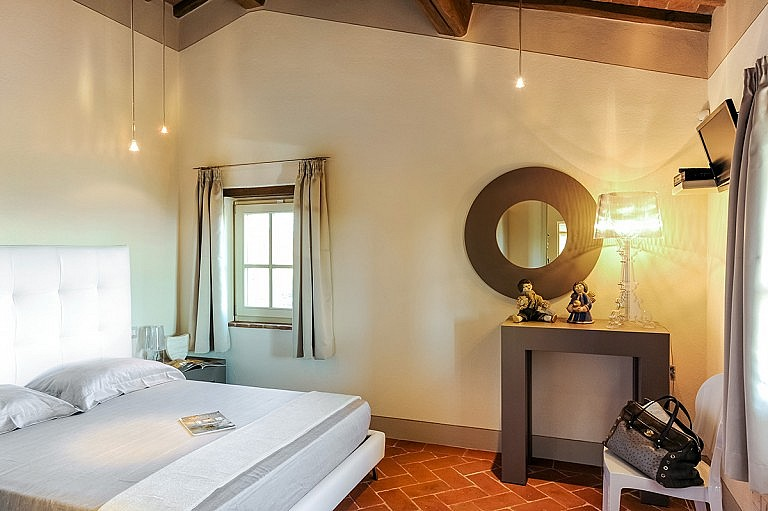 Lovely double bedroom in small panoramic cottage