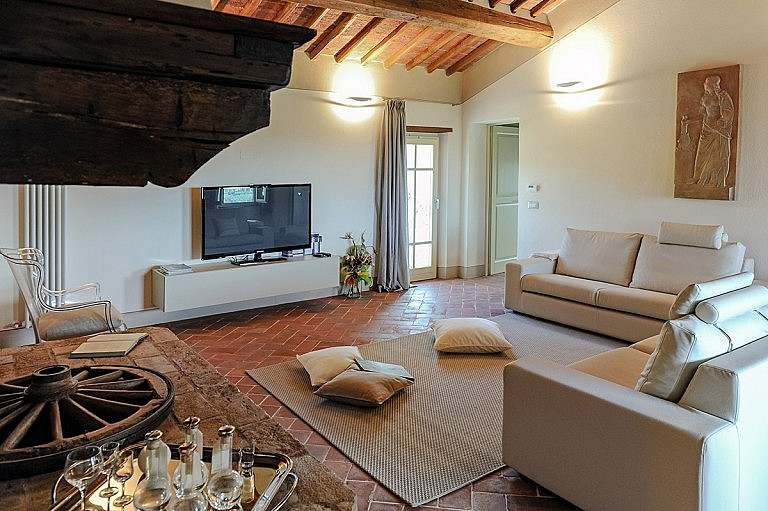 Sitting room with TV and fireplace