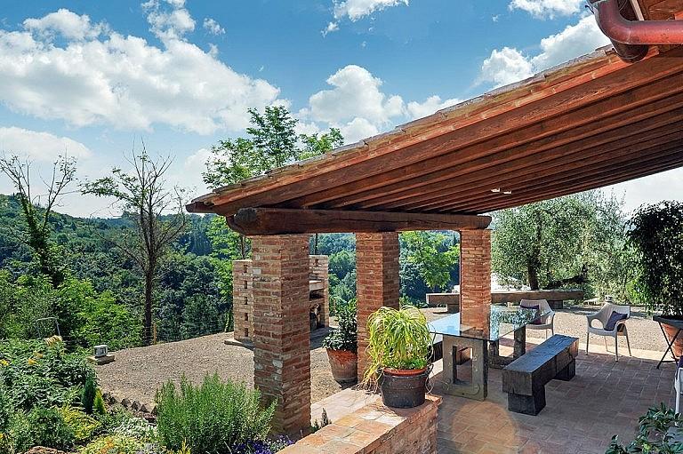 Large patio for barbecueing in Tuscan cottage