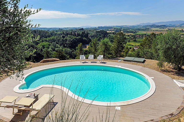 Panoramic pool with view over Peccioli