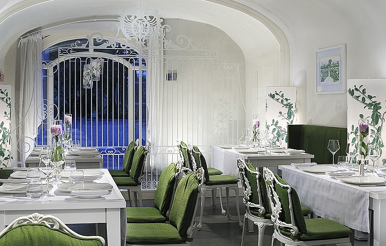 Elegant bistrot in luxury resort