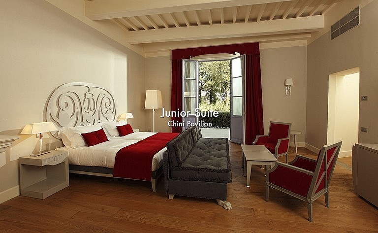 Junior suite in dependance of a noble villa