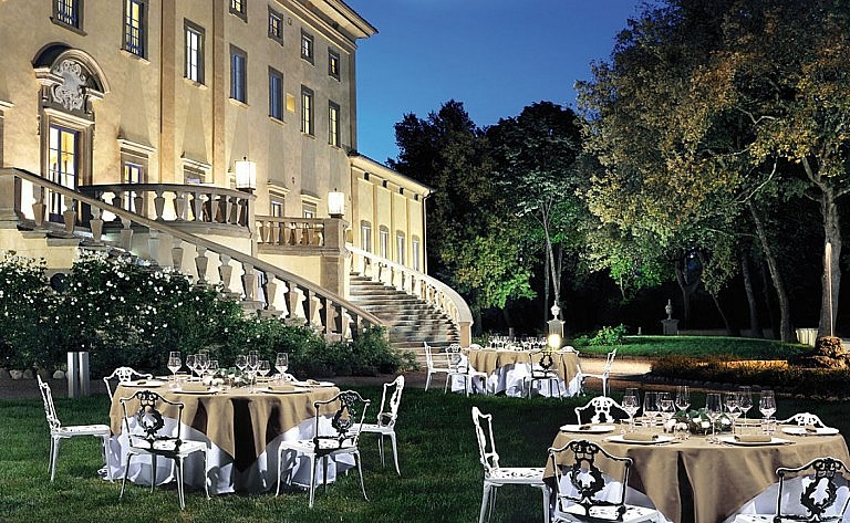 Elegance of Renaissance villa for wedding banquets